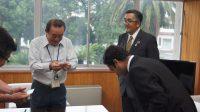 バングラデシュ出身の新入社員ハサンが門川町長を表敬訪問
